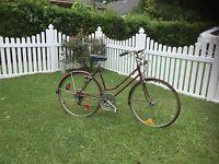 Schwinn 5 speed bicycle, ladies 1970's Suburban