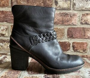 Clarks Ladies brown Leather Ankle Boots Size 6.5 39.5 Zip Lightly Worn