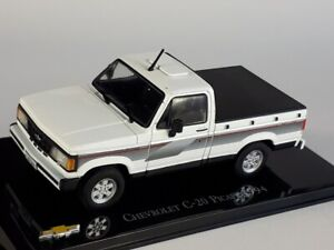 1994 CHEVROLET C-20 Pick-Up White/black - 1/43 - IXO / Altaya