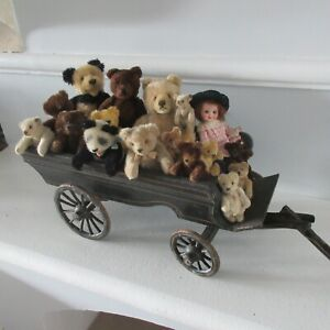 """1880's carriage for a display of Steiff animals or dolls. Length 18.5"""" to 41"""""""