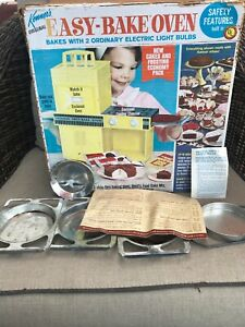 Kenner Easy Bake Oven Turquoise w/ 3 Pans