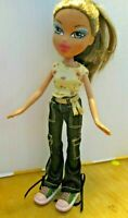 BRATZ DOLL LIGHT BROWN HAIR JEANS & TOP SNEAKERS
