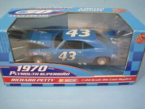 Richard Petty #43 Plymouth Superbird 1970 Hood Opens RC 1/24 NASCAR Diecast