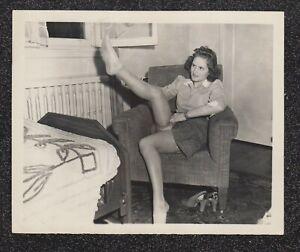 LQQK 5x4 vintage 1940s original, LOVELY UPSKIRT GLAMOUR MODEL POSED AT HOME #26