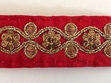 Hilo de oro antiguo indio atractivo Bordado Remolinos Rojo Tela Encaje - 1 Mtr