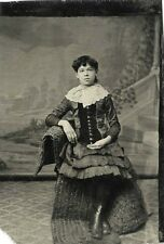 VICTORIAN FASHION - ANTIQUE TINTYPE PHOTO PORTRAIT OF A TEENAGE GIRL