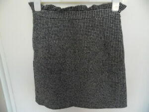 Ladies Black & White Short Skirt with Frilly Waistband Dorothy Perkins  Size 8