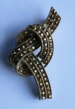 Gold Tone Metal Stylised Brooch Pin Stylish And Rare Vintage Capri Signed