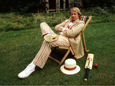 Peter Davison UNSIGNED photo - 1883 - Doctor Who