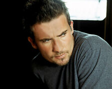 Dominic Purcell UNSIGNED photo - B1054 - HANDSOME!!!!!