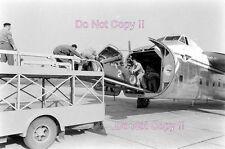 LANCIA Ferrari D50 siendo cargado en un avión para una fotografía Grand Prix 1956