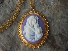 VIRGIN MARY AND BABY JESUS CAMEO GOLD TONE PENDANT NECKLACE - RELIGIOUS - PURPLE