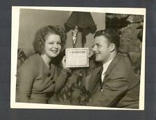 CLARA BOW + HUSBAND REX BELL HOLD UP MARRIAGE LICENSE - 1931 PHOTO