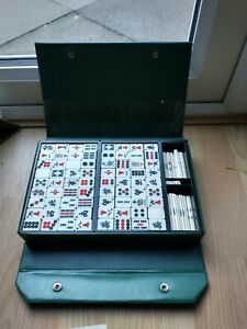 mahjong set vintage, comes in a tidy case and some written instructions