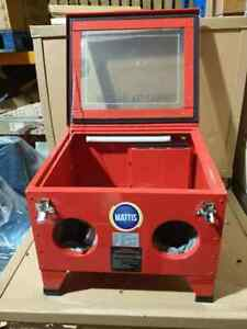 Bench Top Sand Blasting Cabinet with Built in Vacuum Filter SBC90V