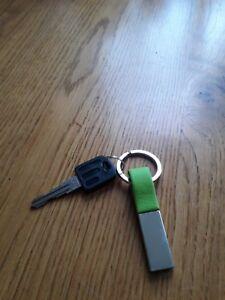 Schlüsselanhänger Autoschlüsselanhänger neongrün - leder - silberfarben - Metall