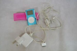 APPLE IPOD 4GB BLUE WITH ACCESSORIES ##WEYCL61