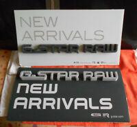 G-STAR RAW 2 Presentoirs PLV Display New Arrivals carton et lettres en mousse