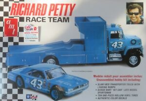 1/25 AMT  FORD LOUISVILLE & DODGE DART RICHARD PETTY NASCAR NEUF