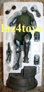 Sideshow Dr. Doom Premium Format Exclusive with right hand & ray gun LMT 1500
