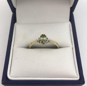 Gorgeous 9ct Gold, Peridot & Diamond Ring. Size N