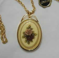 "VTG OVAL PORTRAIT OF ROSES PENDANT GOLD TONE 24"" CHAIN RED & PINK MINT"