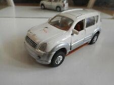 Cloverworld SsangYong Rexton II in White on 1:34