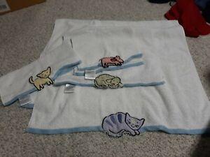 4 PIECE kitty cat Towels & Wash Cloths by Saturday Knight Ltd.
