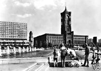 AK, Berlin Mitte, Blick vom Springbrunnen d. Fernsehturms z. Roten Rathaus, 1973