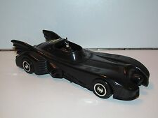 BATMAN 1989 'THE MOVIE' BATMOBILE 1/35 PLASTIC MADE IN CHINA