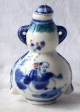 C19TH tabaco botella chino azul y blanco decorados con personas