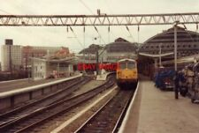 PHOTO  1989 MANCHESTER PICADILLY RAILWAY STATION CLASS  87 AT PLATFORM 9 NEW 13