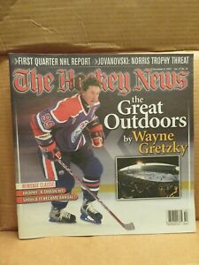 THE HOCKEY NEWS   December 9, 2003  (Wayne Gretzky on the cover)