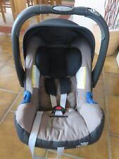 Babyschale Britax Römer Baby-Safe Plus SHR II + Isofix- und Belted Base Station