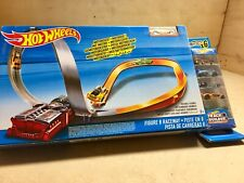 Hot Wheels - Figure of 8 Racetrack - Includes 6 Free Cars