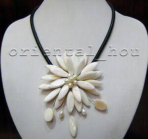 Handmade Natural White Freshwater Pearl&Shell Flower Necklace