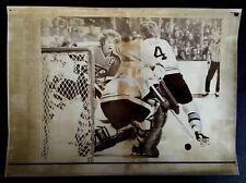 1975 Press Photo Boston Garden Bobby Orr Bobby Clarke Picture NHL Hockey