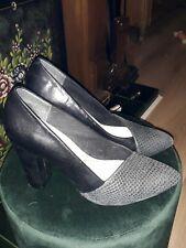 Clarks Somerset Block Heel Court Shoes ♡  Size 6 EU 39  ♡ Snake Pattern ♡