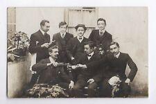 CARTE PHOTO ANCIENNE Hommes Homme Boisson Alcool Vin Tasse Verre 1910 Drôle