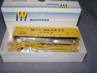 WALTHERS - HO - 50' Airslide Hopper - Milwaukee Road - MILW - Yellow - KIT