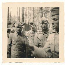 Foto gefangene russische Soldaten mit Landsern an der Grenze zu Russland 1941