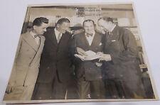Robert Ripley (1890-1949): Signiertes Foto mit Seeteufel Luckner & Lowell Thomas