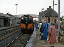 PHOTO  1986 SPECIAL TRAIN 123 AT ENNIS TWO OF CIE'S 121 CLASS DIESEL LOCOMOTIVE