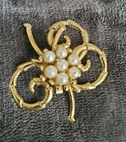 Vintage gold tone faux pearl Irish clover leaf brooch pin