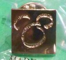 DISNEYLAND HOTEL GOLD VIP PIN WITH MICKEY HEAD ABSTRACT OUTLINE, RETIRED, MIB