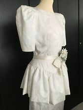 UNWORN VINTAGE IVORY SHORT SLEEVED DRESS WITH PEPLUM DETAIL/BOW BELT  US 10