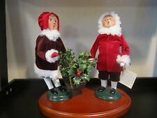 """Byers Choice Carolers """"Gathering The Holly"""" Signed w/ Tg10.5"""" Classic Christmas"""