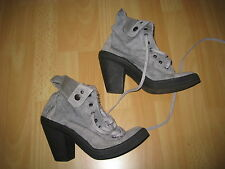 Bottines / baskets grises en toile à talons hauts P 41