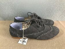 Bnwt Older Girls or Ladies Sz 2 Rivers Doghouse Grey lace up casual Canvas Shoes