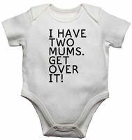 I Tienen Dos Mamás. Reciba Sobre Él Personalizado Del Bebé Camisetas Bodis